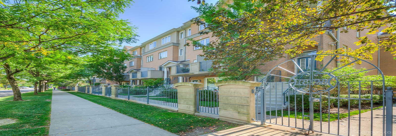 18 Sommerset Way Condos For Sale