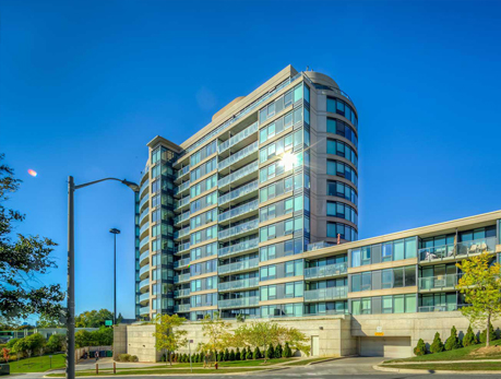 18 Valley Woods Rd Parkwoods-Donalda North York Condos