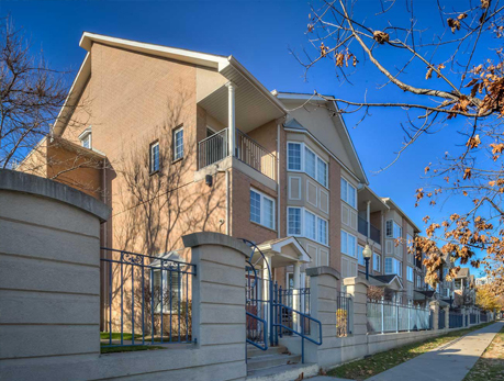 100-825 Grandview Way Willowdale East North York Condos