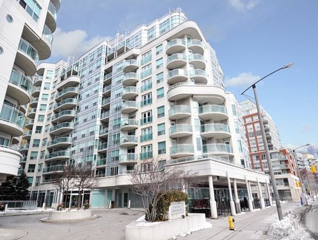 600 Queens Quay Waterfront Condos